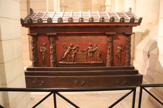 Tomb_of_Jean-Jacques_Rousseau_in_Panthéon,_Paris_March_2015_003